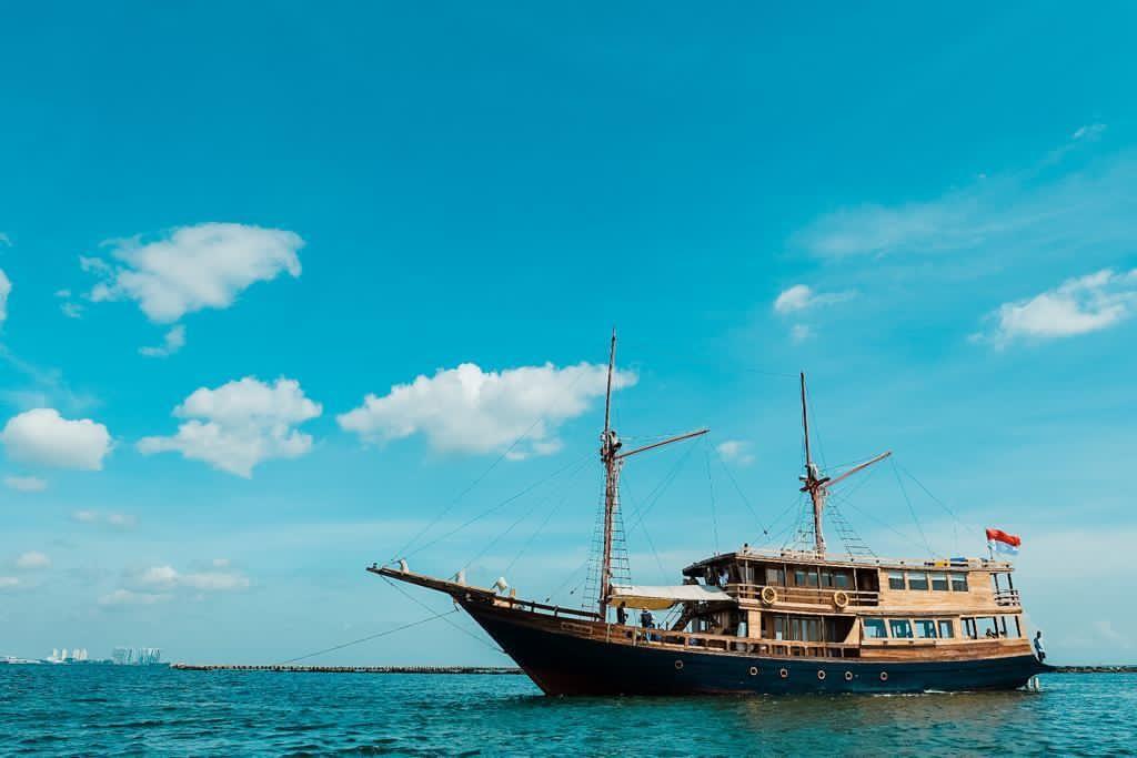 Kapal Agustine Phinisi. Foto: Kemenparekraf/Cakratara