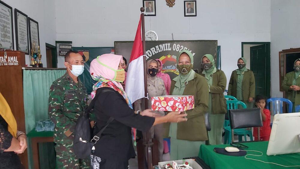 Persit KCK Cabang XXXIX Kodim 0825/Banyuwangi mengadakan syukuran secara virtual dalam rangka Hari Ulang Tahun (HUT) ke-75