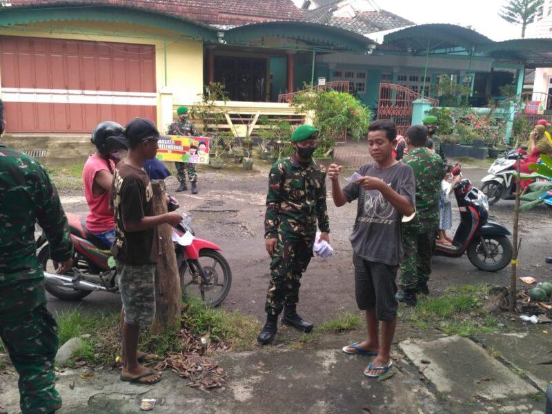 Personel Koramil 06 Gambiran berupaya memutus rantai penyebaran Covid-19 dengan menggalakkan operasi secara rutin di Kecamatan Gambiran