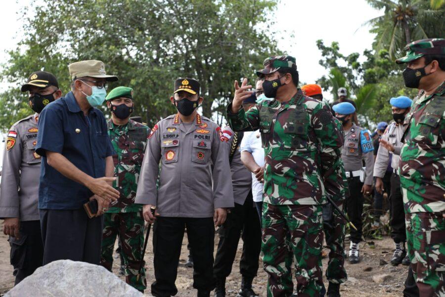Bencana Alam NTT oleh Panglima TNI dan Kapolri untuk mengecek secara langsung korban bencana sekaligus memastikan distribusi bantuan
