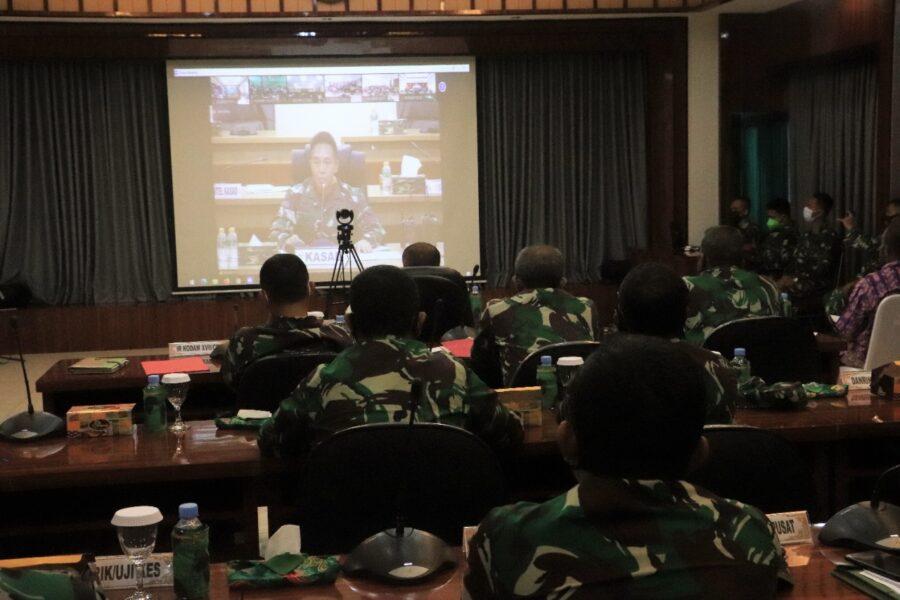 Casis Tamtama PK TNI AD Gel I Tahun 2021 mendengarkan arahan dari Kepala Staf Angkatan Darat (Kasad) Jenderal TNI Andika Perkasa