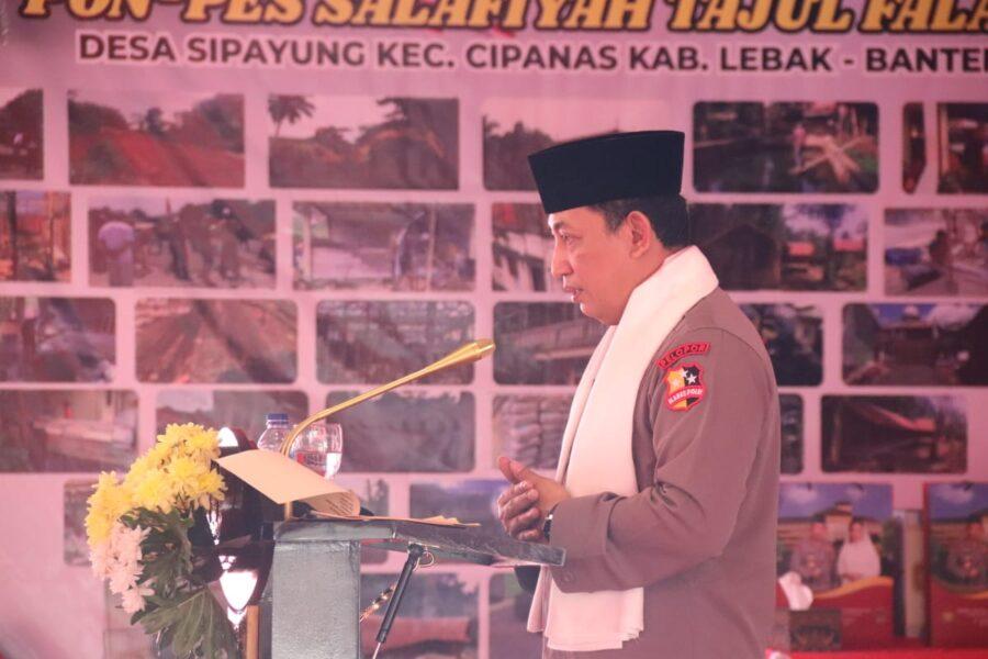 Kapolri berikan sembako memberikan bantuan sembako dan 100.000 masker di Pondok Pesantren Tajul Falah yang berada di Desa Sipayung