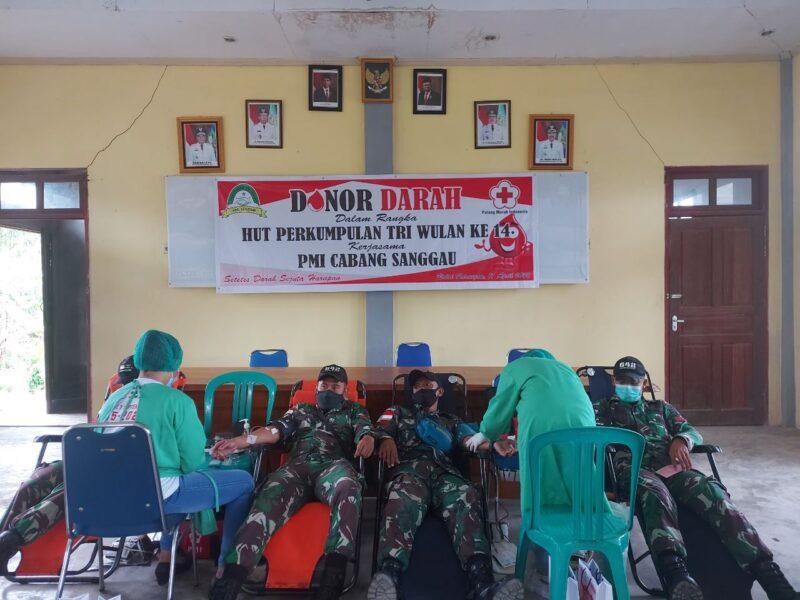 bantu stok PMI untuk ketersediaan darah di Palang Merah Indonesia (PMI) Kabupaten Sanggau di tengah pandemi Covid-19, Personel Satgas