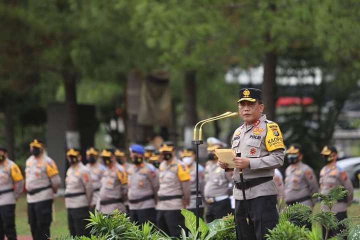 Kapolda Sumut Irjen Pol. Drs. R. Z. Panca Putra S, M.Si memimpin apel gelar pasukan operasi keselamatan toba 2021 bertempat di Lapangan KS