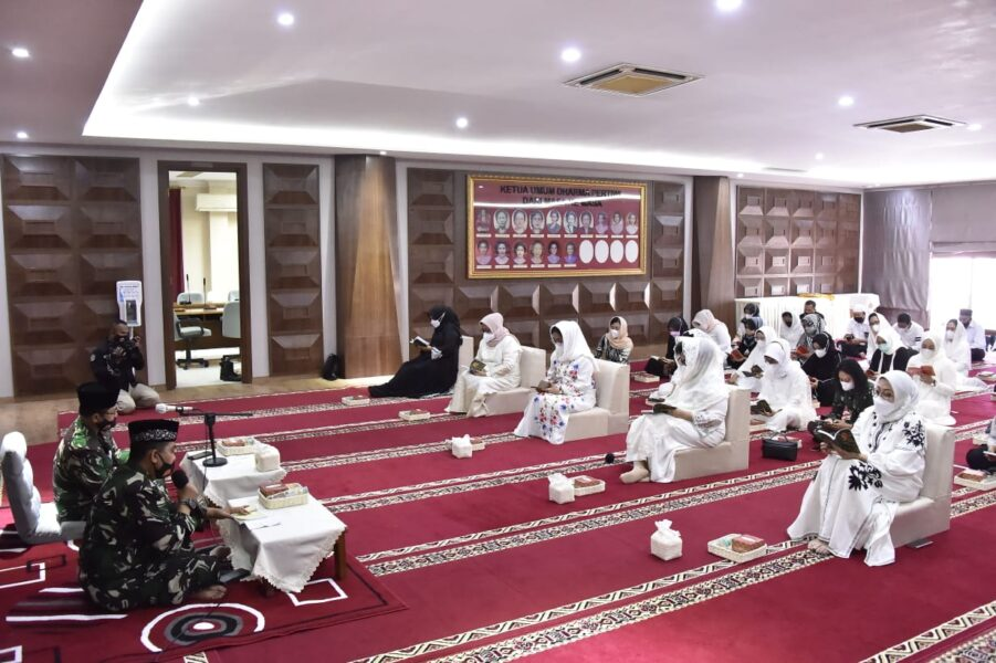 sambut Ramadhan 1442 H,sekaligus menyambutHUT ke-57 Dharma Pertiwi Tahun 2021 bertempat di Kantor Pusat Dharma Pertiwi Jalan Cendana