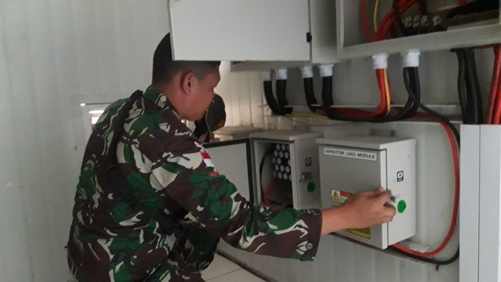 PLTS tak berfungsi, sebanyak 30 KK(Kepala Keluarga) wargamasyarakat KampungSkofro di perbatasan RI-PNG menggunakan penerangan seadanya