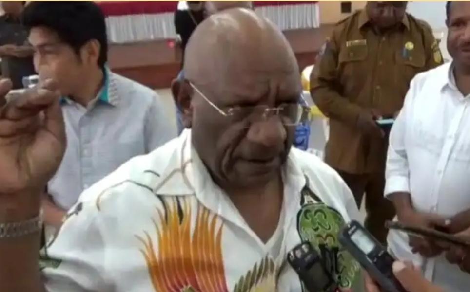Wagub) Klemen Tinal S.E., M.M. mengaku kesal terhadap para pelaku penembakan dua orang guru di Kampung Julukoma, Distrik Beoga,