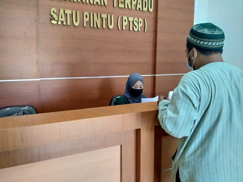 Warga Desa Kandawati melaporkan dugaan penyelewengan Bantuan Sosial Tunai (BST) dari Pemerintah Kabupaten Tangerang ke Kejaksaan Negeri