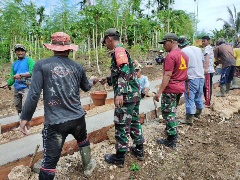 Masyarakat Kampung Koya Koso di perbatasan, Prajurit TNI dari Batalyon Infanteri 131/Braja Sakti (Yonif 131/Brs) dalam Satuan Tugas