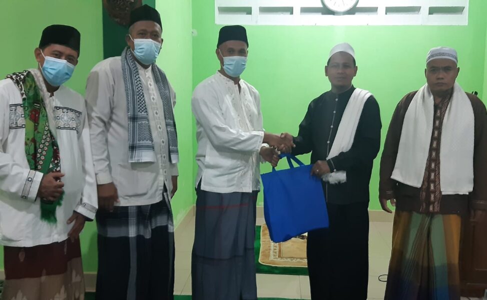 Ketua RW 06 Kelurahan Tigaraksa untuk melakukan pendekatan dengan warganya di bulan puasa Ramadhan 1442 H melalui tarawih keliling.