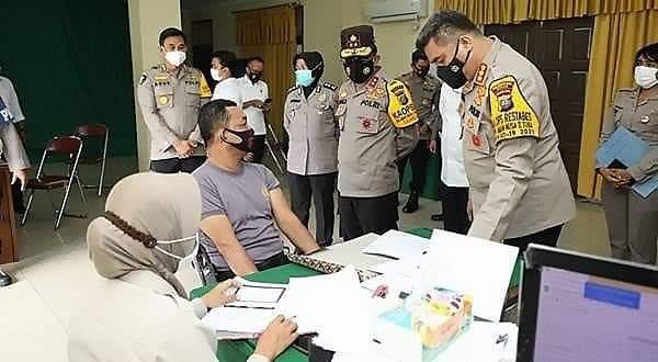 Dalam mempercepat pelaksanaan proses vaksinasi, Polda Sumut memfasilitasi ribuan personel yang telah divaksin Covid19 terhadap personil
