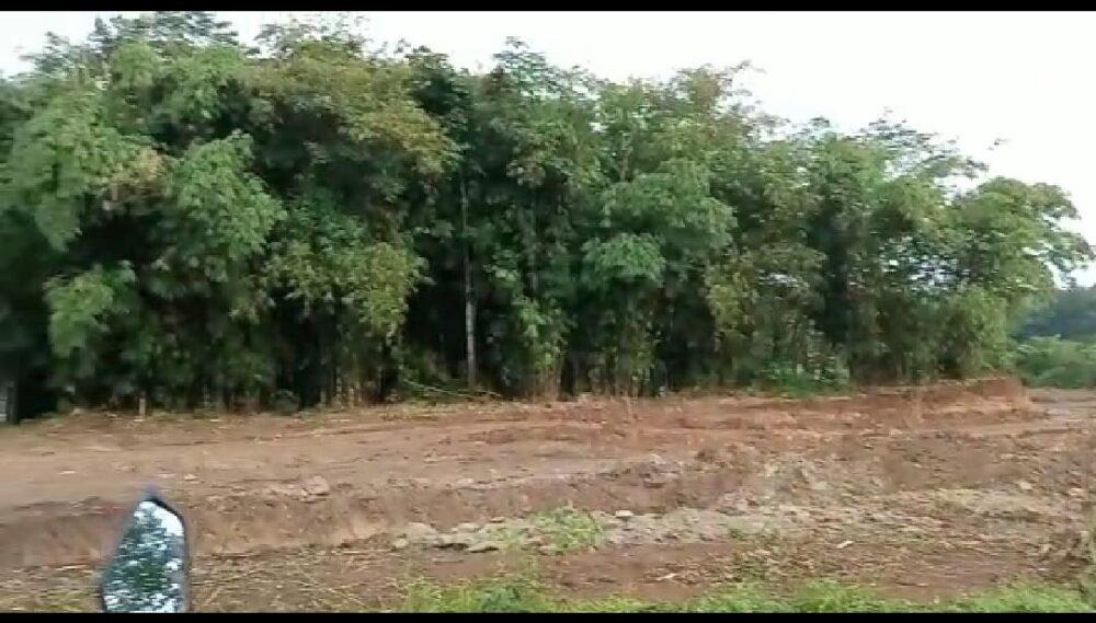 Warga Desa Parungsari menyatakan keberatan atas adanya rencana akan dibangunnya kandang ayam yang tak jauh dari sarana pendidikan (sekolah)