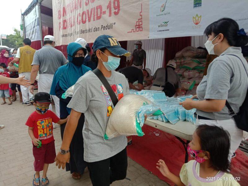 (PIK) 2 bersama Yayasan Buddha Tzu Chi salurkan ribuan paket sembako peduli dampak Covid-19 secara serentak di Kecamatan Kosambi
