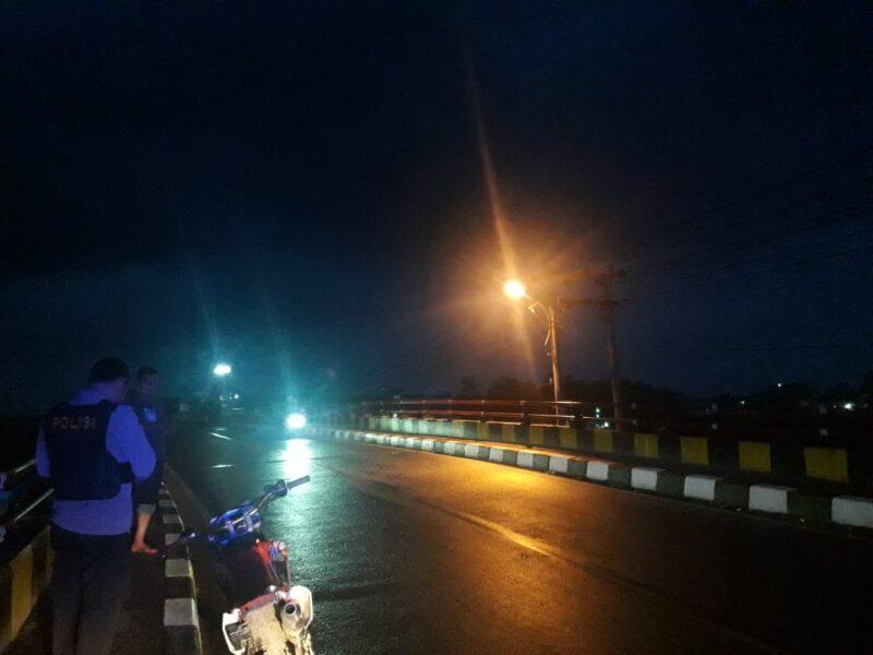 Polsek Patia membubarkan aksi tawuran antar warga di Jembatan Sidamukti Kecamatan Sukaresmi, perbatasan dengan Kecamatan Panimbang