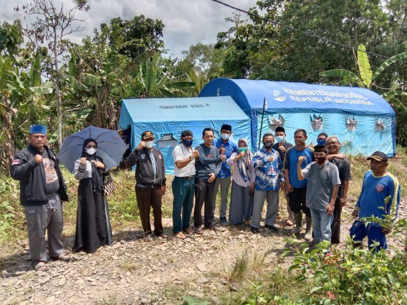 DPC Partai Demokrat bersama Kader turut prihatin dengan kondisi 7 Kepala Keluarga Warga Desa Cimanis yang bermukim di tenda darurat