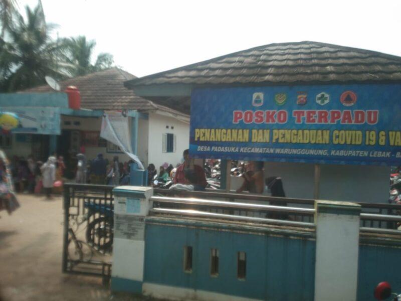 Ranting Desa Padasuka secara sukarela membantu mentertibkan dan memberikan pengamanan dalam pembagian Bantuan Sosial Tunai (BST)