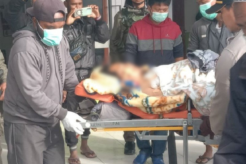 penjual bakso keliling di Distrik Sugapa, Kabupaten Intan Jaya, Papua, menjadi korban pembacokan yang dilakukan dua orang anggota (KKB),