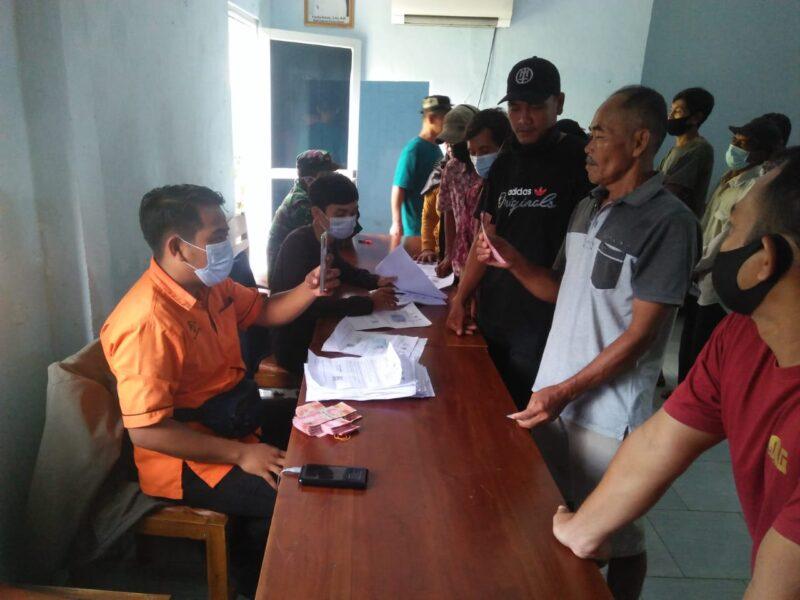 (Pemdes) Citeureup memfasilitasi pembagian Bantuan Sosial Tunai (BST) tahap 3 dan tahap 4 tahun 2021 di Kantor Desa oleh Petugas PT. Pos