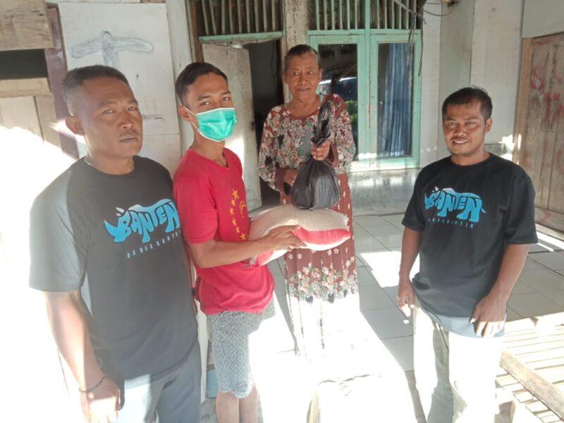 peduli terhadap masyarakat, DPC Badak Banten Kecamatan Banjarsari mengadakan kegiatan bakti sosial membagikan sembako kepada warga di Desa