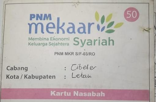 Warga Kampung Ciwaru, Ilham baru seminggu berduka ditinggal mati isterinya merasa tertekan tagihan pinjaman uang dari Bank Emok Mekar.