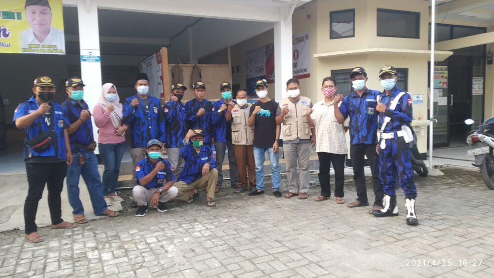 Sinergitas Ormas Badak Banten (BB) DPC Warunggunung bersinergi dengan Pemerintah Desa Selaraja Kecamatan Warunggunung membagikan takjil