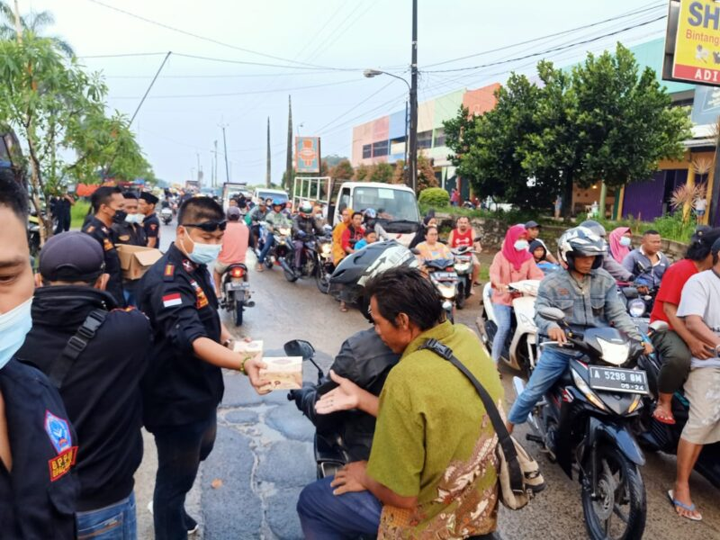 (DPAC) Badan Pembinaan Potensi Keluarga Besar (BPPKB) Banten Kecamatan Solear mengadakan Bhakti Sosial (Baksos) berkah Ramadhan