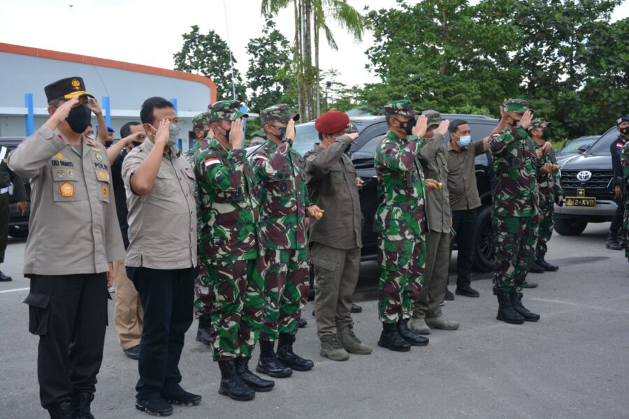 mengikuti upacara pengantaran Jenazah Almarhum Mayjen TNI Anumerta I Gusti Putu Danny Nugraha Karya, S.E. (Kabinda Papua)