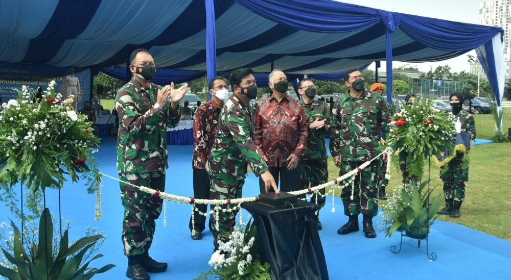 meresmikan Monumen Marsda TNI Anumerta Prof. dr. Abdulrahman Saleh yang berada di Wisma Aldiron bekas Mabes TNI Angkatan Udara