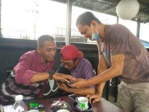 Diskusi Ciluk Ba diperankan Redaktur Pelaksana Joko Purwono dan Sekrertaris Redaksi Endy Pamungkas disaksikan Pemimpin Redaksi, Giri Putra