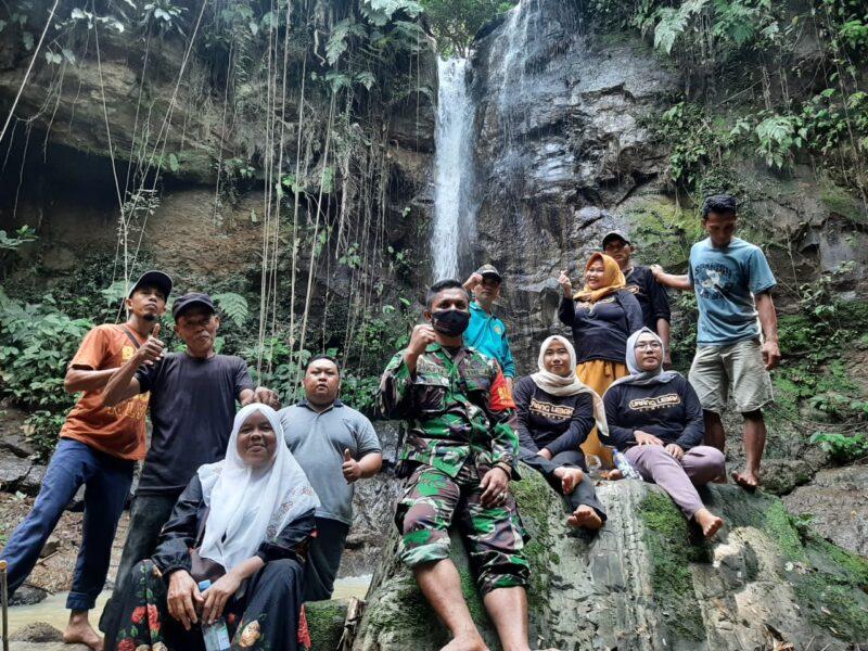 Kegitan telusur Curug Bahurang merupakan kembangkan destinasi wisata lokal, sebagai penunjang kegiatan perekonomian masyarakat.