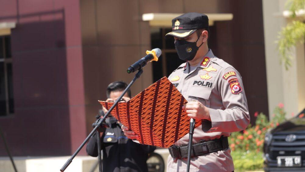 Kepala Kepolisian Resort (Kapolres) Pandeglang AKBP Hamam Wahyudi S.H.,S.IK.,M.H memimpin upacara Serah Terima Jabatan (Sertijab) Wakapolres