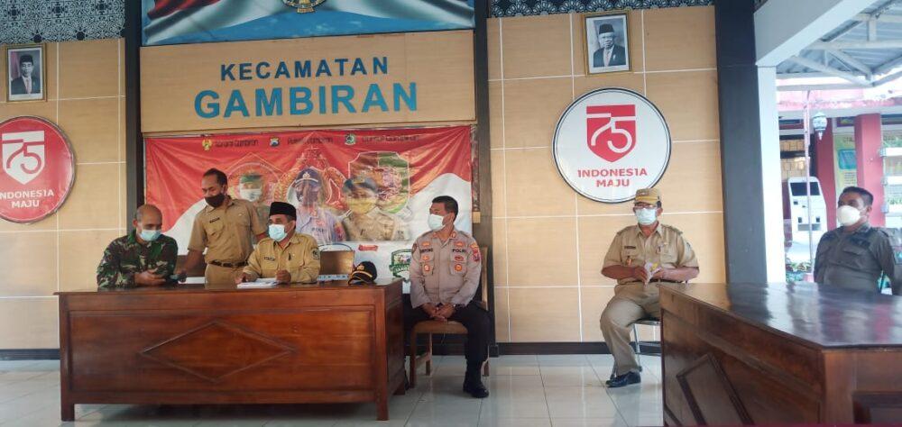 Satgas Covid19 Kecamatan Gambiran langsung menindaklanjuti Cafe De Heroes yang diduga melakukan pelanggaran protokol kesehatan (Prokes)
