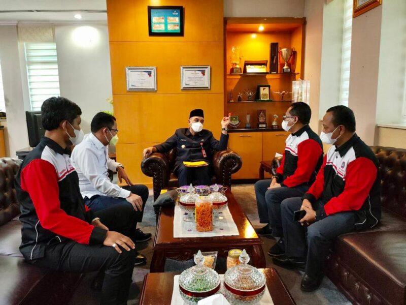 (Disnaker) Kabupaten Tangerang telah menanggapi tudingan atas pencatatan Pengurus Komisariat Federasi Serikat Buruh Garmen