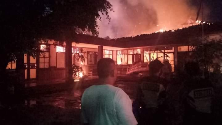 kebakaran yang menghanguskan Kantor Desa Bitung Jaya berlokasi di Jalan Raya Serang KM 12 Kecamatan Cikupa, Kabupaten Tangerang