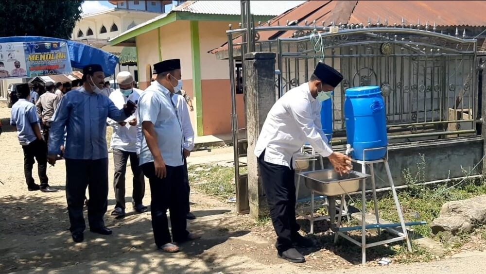 Bupati bertakziah ke rumah Almarhum Ketua Majelis Permusyawaratan Ulama (MPU) Aceh Timur masa bakti 2017-2022, Tgk H Muhammad Nur,