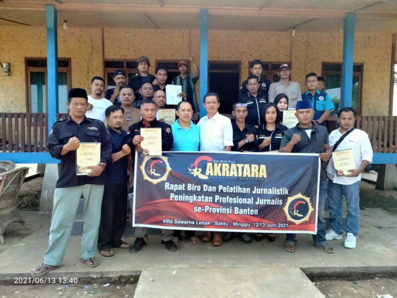 Media Cakratara mengadakan kegiatan pelatihan jurnalistik untuk meningkatkan profesionalisme jurnalis bertempat di Villa Sawarna