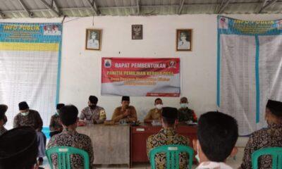 Tokoh Ormas Badak Banten Suarna telah ditunjuk menjadi Ketua Panitia Pilkades periode 2021/2027 di Desa Daroyon, Kecamatan Cileles,