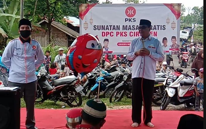 Partai Keadilan Sosial (PKS) menyelenggarakan sunatan massal secara gratis diikuti 23 anak yang dilaksanakan di Jalan Perapatan Citiis Raya