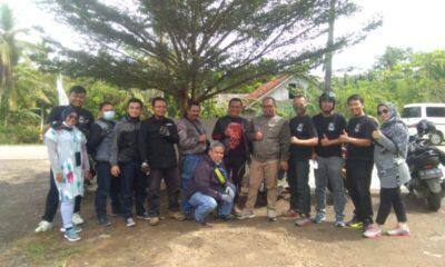 Pengguna Mobil Toyota dan Daihatsu Xenia yang tergabung Baraya Motor Cycle (Baremot) melakukan kegiatan touring ke Pantai Tanjung Lesung