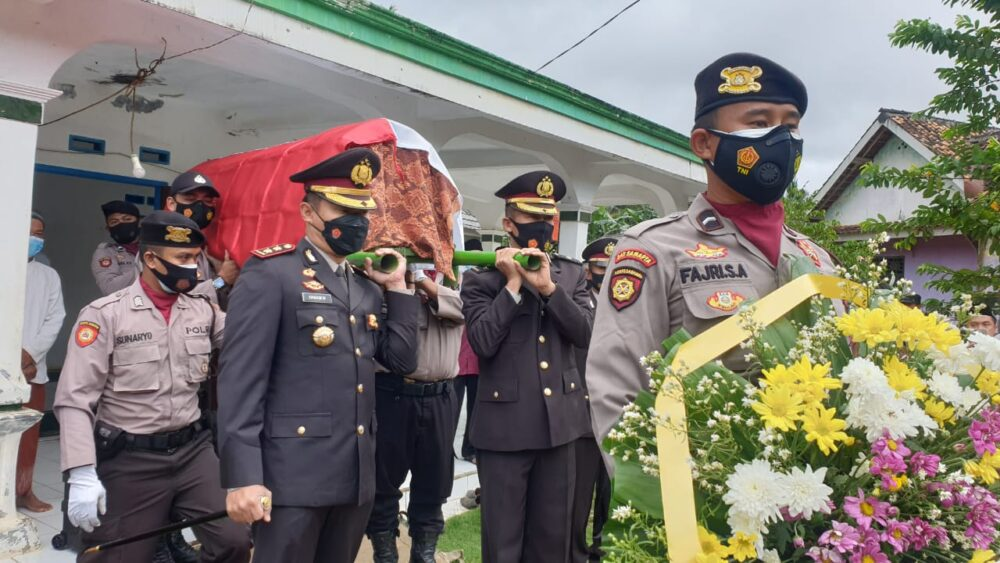 Polres Pandeglang berduka cita atas kehilangan satu anggota Bripka Saeful Fallah yang menjabat sebagai PS Kasium Polsek Cikeusik