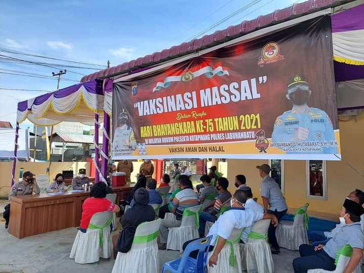 Dalam memperingati HUT ke 75 Bhayangkara, Polsekta Kota Pinang menggelar vaksinasi massal di halaman Kantor Mapolsekta Kabupaten Labuhanbatu