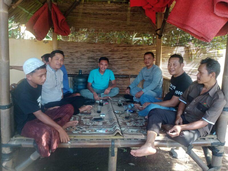Dua calon Kepala Desa (Kades) Cijaku mengadakan pertemuan mendiskusikan tentang pencalonan kontestasi politik tidak memutus tali silaturahmi.