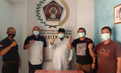 Anggota Dewan Perwakilan Rakyat Daerah (DPRD) Kabupaten Lebak, meminta agar wartawan turut serta mengawasi jalannya pembangunan