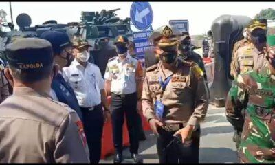 Gubernur DKI Jakarta meninjau pelaksanaan Pemberlakuan Pembatasan Kegiatan Masyarakat (PPKM) Darurat di Jalan Daan Mogot, Kalideres