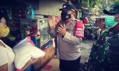 membagikan bantuan sosial (Bansos) kepada warga terdampak PPKM level 4 di antaranya pedagang warung, ojek online, pemulung Slum Area