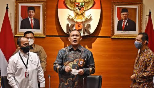 Guru Besar Ilmu Hukum Universitas Pancasila Profesor Agus Surono berpendapat yang dilakukan KPK alih status menjadi Aparatur Sipil Negara