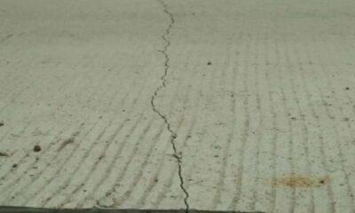 Pembangunan betonisasi Jalan Poros Tunjung Teja diduga dikerjakan asal jadi. Pasalnya, usai pengerjaan cor selesai tampak kondisinya rapuh