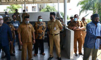 Pemerintah Kabupaten Aceh Timur (Pemkab) menyalurkan sedikitnya 110 hewan qurban ke seluruh Kecamatan yang ada di Senin (19/7/2021).