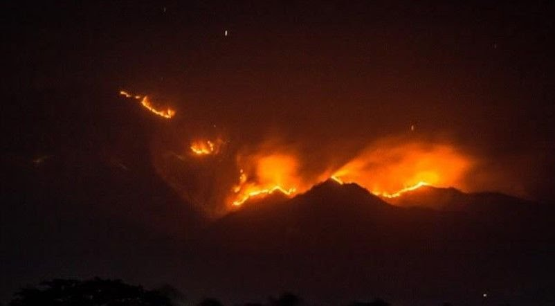 Telah terjadi kebakaran di tanjakan Puncak Habibi Desa Pasir Baru, Kecamatan Cisolok, Kabupaten Sukabumi yang merupakan perbatasan