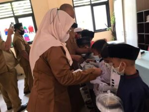 memperingati tahun baru Islam 1 Muharram, Sekolah Dasar Negeri (SDN) Pasir Putih 02 mengadakan santunan bagi anak yatim dan kaum dhuafa